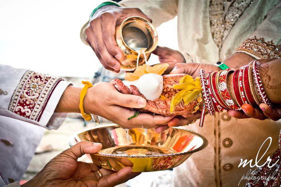 the hindu marriage ceremonies Wedding customs the buddhist views on marriage are very liberal in buddhism, marriage is considered as personal and individual concern, and not as a religious duty.